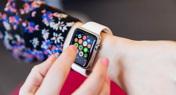 Успех Apple Watch принес компании прибыль в размере 1 миллиарда долларов